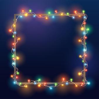 Kerst heldere kleurenslinger op vierkant frame. sjabloon met realistische lichten op blauwe achtergrond