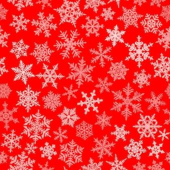 Kerst naadloos patroon met complexe grote en kleine sneeuwvlokken, wit op rode achtergrond