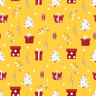 Kerst patroon met geschenken en een kerstboom op een gele achtergrond.