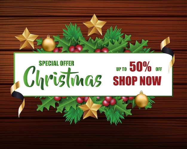 Kerst sale voor promotie met een bladeren en kerstversieringen op hout achtergrond