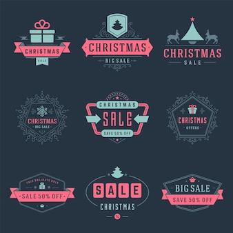 Kerst verkoop labels en badges met tekst typografische decoratie vector vintage ontwerpstijl ingesteld voor banners, promotiebrochures, vakantie korting posters, winkelen reclame flyers