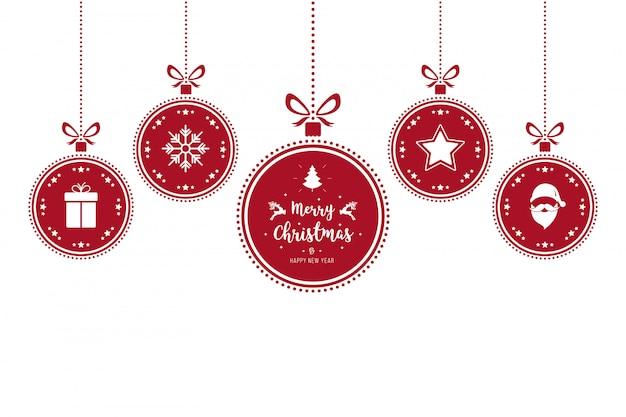 Kerst versiert rode snuisterijen die geïsoleerde achtergrond hangen