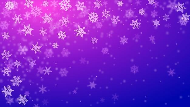 Kerstachtergrond van complexe wazige en heldere vallende sneeuwvlokken in blauwe en paarse kleuren met bokeh-effect