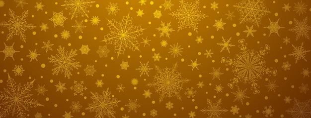 Kerstachtergrond van verschillende complexe grote en kleine sneeuwvlokken, in gouden kleuren