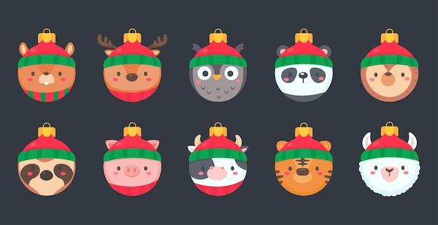 Kerstbal met dierengezicht met een rode wollen muts voor decoratie op kerstmis