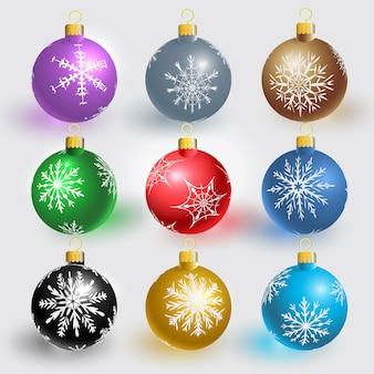 Kerstballen met sneeuwvlokken