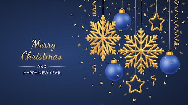 Kerstblauw met hangende glanzende gouden sneeuwvlokken, 3d metallic sterren en ballen.