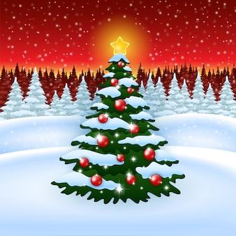Kerstboom met decoratie in de winter bos