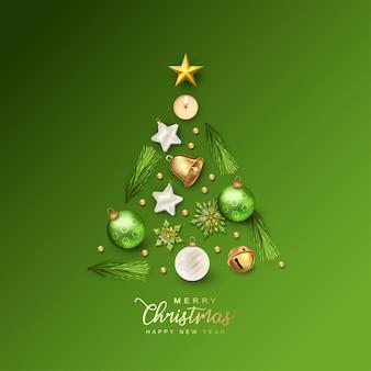 Kerstboom samengesteld uit feestelijke kerstversieringen