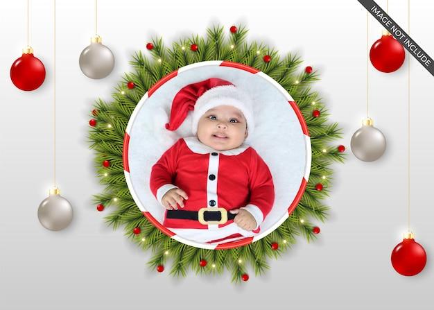Kerstfotolijst met realistische rode kleurbal
