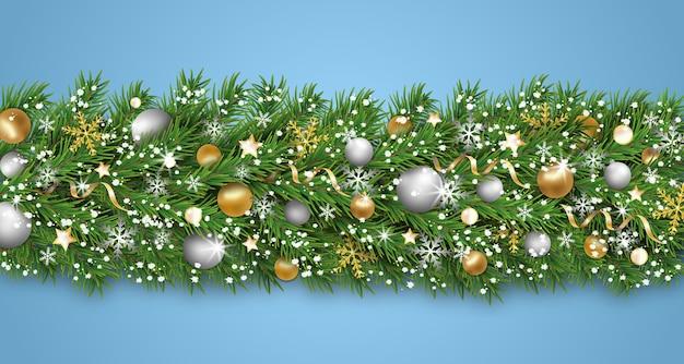 Kerstgrensdecoratie en gelukkig nieuwjaarsslinger. kerstboomtakken met sneeuw versierde gouden, zilveren kerstballen en ballen, sneeuwvlok, linten, sterren. xmas achtergrond. illustratie.