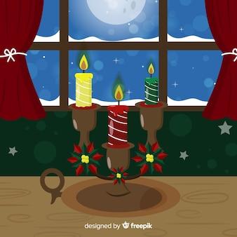 Kerstkaarsen bij het raam