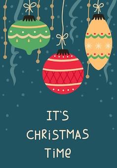 Kerstkaart met kerstballen en slingers. nieuwjaar wenskaart.