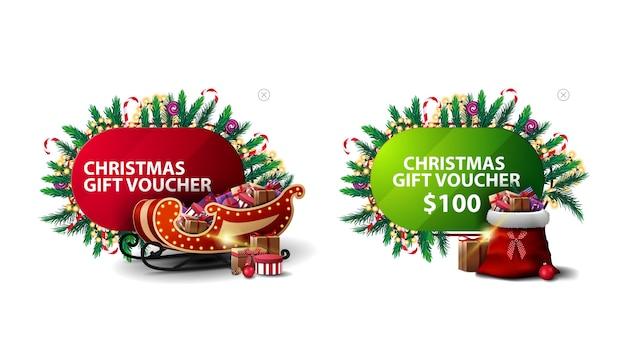 Kerstkortingsbon, rode en groene kortingsbanners in cartoonstijl versierd met kerstelementen, kerstman slee en kerstman tas