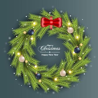 Kerstkrans decoratie groen dennenblad met zilveren en rode bal