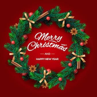 Kerstkrans gemaakt van naturalistisch ogende dennentakken versierd met gouden strikken, rode bessen en kruiden