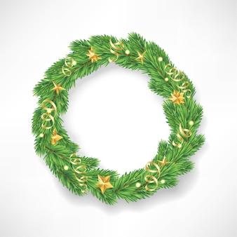 Kerstkrans gemaakt van realistisch ogende dennentakken versierd met gouden sterren.