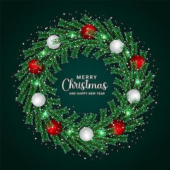 Kerstkrans ontwerp groen blad met witte en rode ballen krans ontwerp