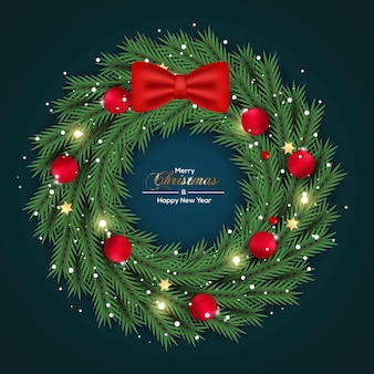 Kerstkransdecoratie met groene kleur dennentak en rood balconcept