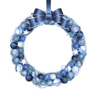 Kerstkransdecoratie van blauwe en zilveren kerstballen