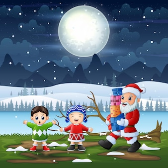 Kerstman cadeau geven aan kinderen op besneeuwde landschap
