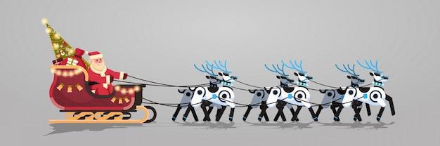Kerstman in slee met kunstmatige rendieren van robotrendieren voor kerstmis
