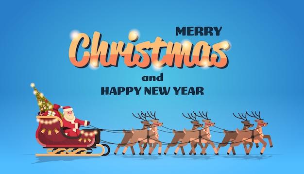Kerstman in slee met rendieren voor kerstmis