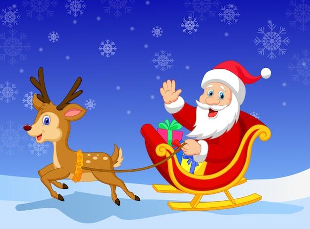 Kerstman in zijn kerstslee die door rendier wordt getrokken