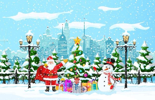 Kerstman met sneeuwpop tussen de sparren