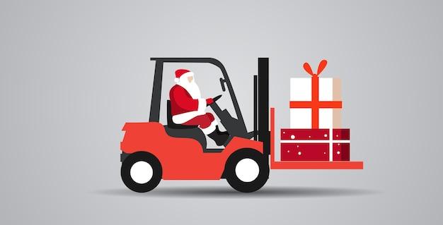 Kerstman rijden heftruck laden kleurrijke geschenk huidige dozen levering en verzending concept vrolijk kerstfeest wintervakantie viering horizontale schets vectorillustratie