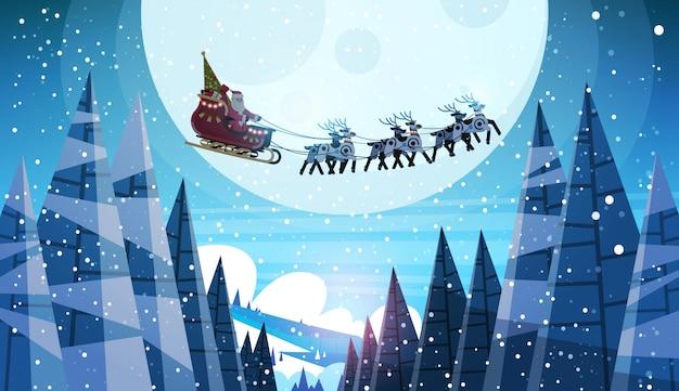 Kerstman vliegt in slee met rendieren nachtelijke hemel over maan voor kerstmis