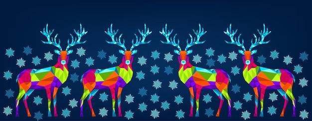 Kerstmis en gelukkig nieuwjaar ornament. veelhoekige xmas rendieren en sneeuwvlokken. heldere kleurrijke decoratie op blauwe achtergrond. vector wenskaart.