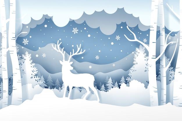 Kerstmis en herten in bos met sneeuw in de wintertijd