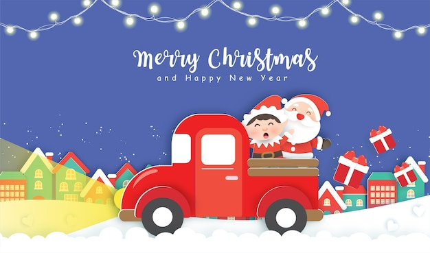 Kerstmis met schattige kerstman en elf staande op een rode auto in het sneeuwdorp.