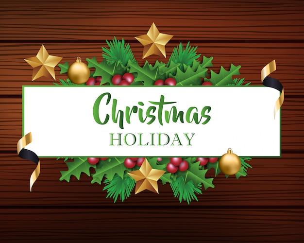 Kerstmisachtergrond met bladeren en kerstmisdecoratie op houten achtergrond