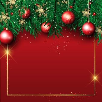 Kerstmisachtergrond met pijnboomboomtakken en hangende snuisterijen