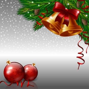 Kerstmisklokken en rode snuisterijen op grijze achtergrond