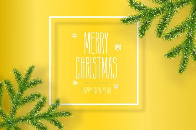 Kerstmissamenstelling op gele achtergrond met wensen en sparrenvlokken.