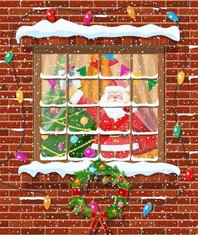 Kerstmisvenster in bakstenen muur