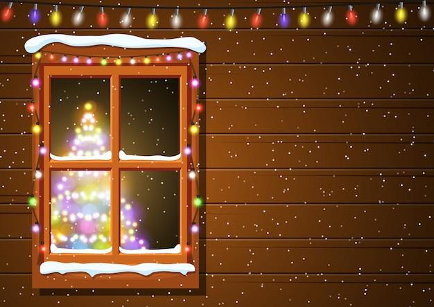 Kerstmisvenster in houten muur.