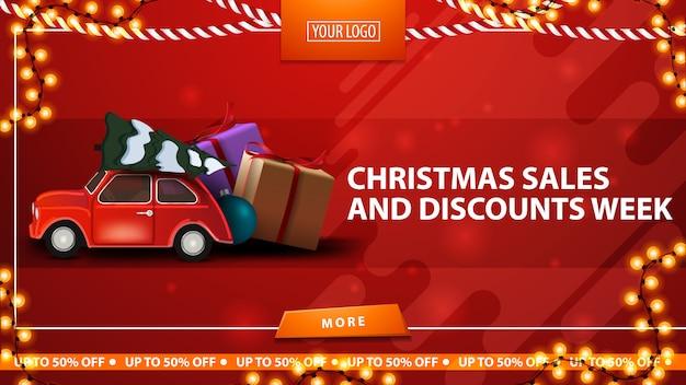 Kerstmisverkoop en kortingsweek, rode horizontale kortingsbanner met knoop, kaderslinger en rode uitstekende auto dragende kerstboom
