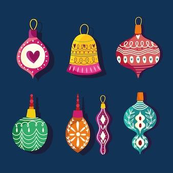 Kerstset met verschillende ballenviering en decoratie