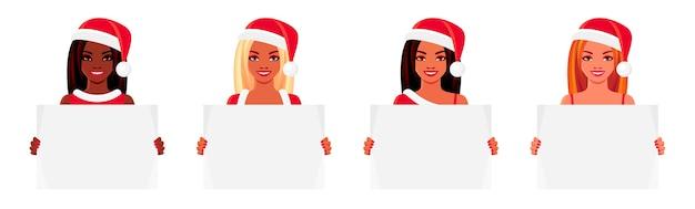 Kerstset van lachende jonge vrouwen. afro-amerikaanse en europese meisjes die in santa claus-hoeden leeg aanplakbiljet houden