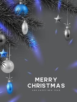 Kerstvakantieontwerp met hangende ballen, dennentakken en gloeiende lichten. monochrome grijze kleuren met blauw contrast. nieuwjaar vectorillustratie.