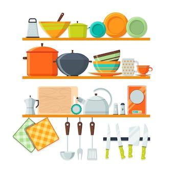 Keukengerei en restaurantuitrusting op planken