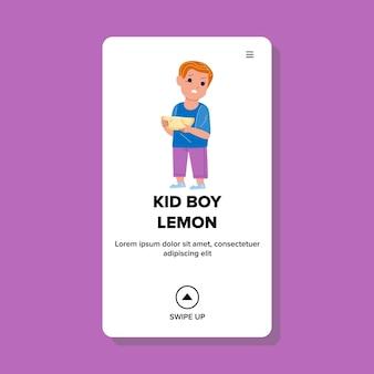 Kid boy smaak citroen citrus met verschrikkelijk gezicht vector. peuter kind eten citroen fruit stuk met gezicht grimas. karakter baby eet zuur voedsel voeding web platte cartoon afbeelding