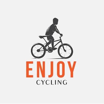 Kid genieten van fietsen logo ontwerpsjabloon