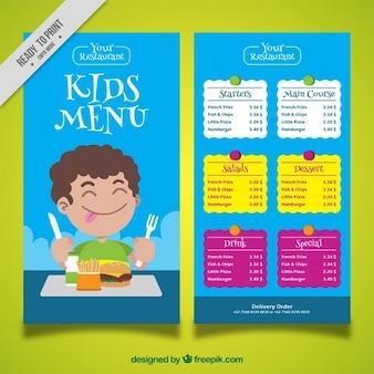Kid's menu met jongen genieten van zijn voedsel