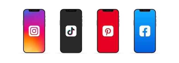 Kiev, oekraïne - 30 maart 2021: instagram, tik tok, pinterest en facebook-app op het iphonescherm. sociaal mediaconcept. ui ux witte gebruikersinterface.