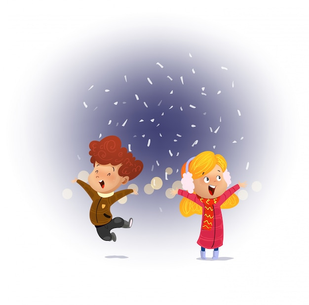 Kind dat sneeuw kijkt die met zijn open mond valt